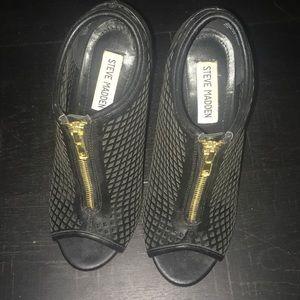 Steve Madden black with gold zipper